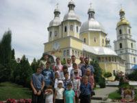 """Учні Недільної школи храму """"Всецариця"""" відвідали з паломницькою поїздкою Буковину"""