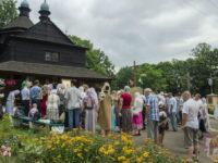 Молитовне стояння під стінами Благовіщенського храму продовжується (+ФОТО)