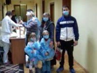 Діти, що перебувають у онкогематологічному відділенні обласної клінічної лікарні, отримали подарунки
