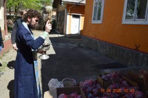Напередодні Пасхи бездомні отримали великодні подарунки та засоби захисту