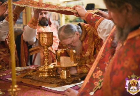 Владика Серафим звершив Божественну Літургію у кафедральному соборі