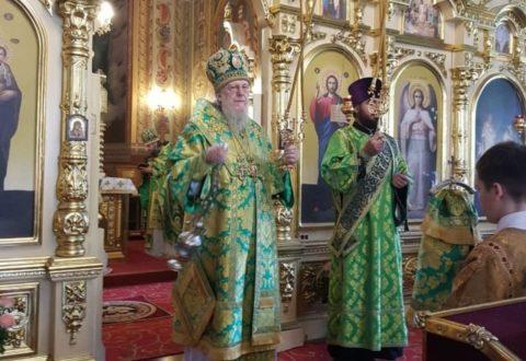 У День Святого Духа архієпископ Серафим звершив Літургію у кафедральному соборі Різдва Христового