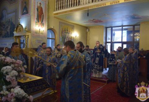 Митрополит Серафим очолив всенічне бдіння з чином погребіння Плащаниці Божої Матері